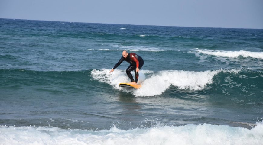 surf lessons in crete-Stalos beach